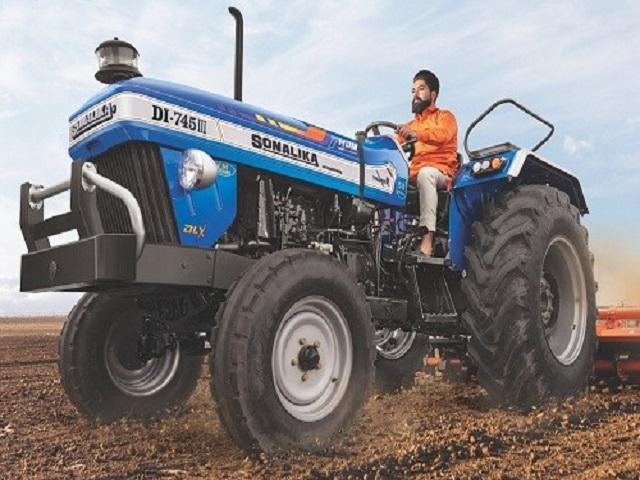 आमदार बच्चु कडू यांची योजना ; निराधार महिला शेतकऱ्यांसाठी ट्रॅक्टर आमचा डिझेल तुमचं