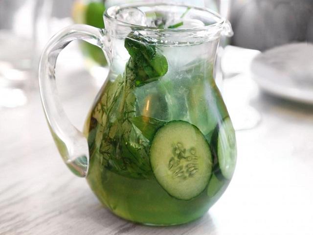 उन्हाळ्यात वजन कमी कराचेय तर दररोज रिकाम्या पोटी प्या Cucumber Water