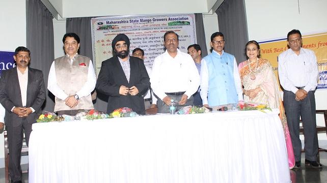 व्यासपीठावर उपस्थित मान्यवर डावीकडून श्री. एस . बालमुरुगन, श्री. पी. पी. पुणतांबेकर, श्री. हरदेव सिंग एस बी , डॉ. पी. जी. पाटील , श्री. चंद्रकांत मोकल ,अमला रुईया व श्री. अशोक भारद्वाज .